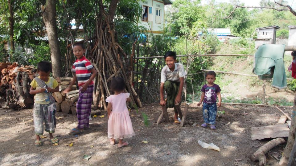 ヤッテミルッテダイジ! Nyaung Shwe, Inle, Myanmar